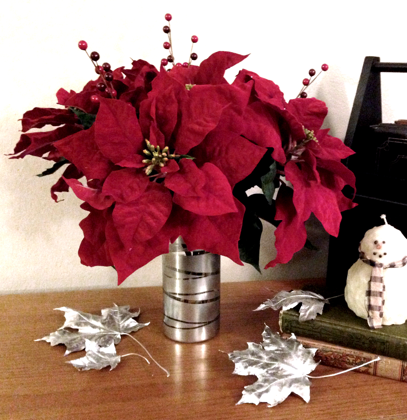 Diy poinsettia flower arrangement love my diy home for Poinsettia arrangements